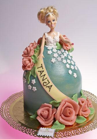 torte mit barbie puppe